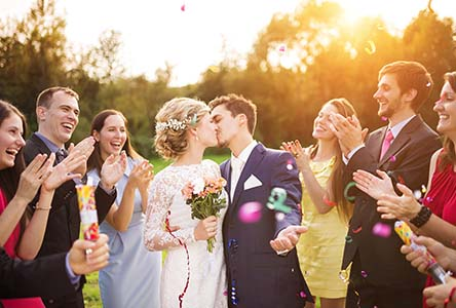 Hochzeits Outfits Für Jede Jahreszeit Breuninger