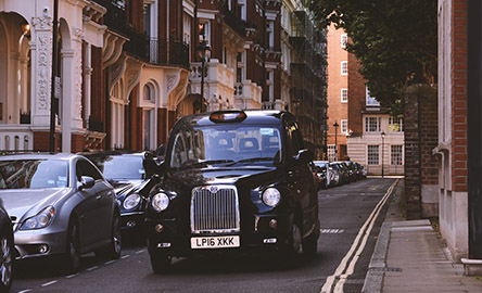 Schwarzes Taxi in London